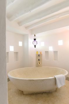 Zanzibar | Matemwe Lodge | Asilia Africa Oval shaped stone bathtub