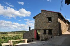 Casa Rural El Boixar Bojar Casa Rural El Boixar is a holiday home situated in Bojar, 43 km from Pe??scola. The property is 20 km from Morella and boasts views of the mountain.  The kitchen is equipped with a microwave and a fridge. A TV is available.