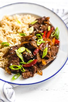 Quick and Easy Pepper Steak Recipe - Ready in 20 Minutes! - Pepper steak is quick, easy and perfect to whip up any night of the week. Strips of beef and bell p - Healthy Recipes, Beef Recipes, Cooking Recipes, Cleaning Recipes, Easy Recipes, Skinny Taste, Skirt Steak Recipes, Smart Points, Ww Points