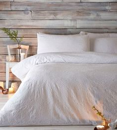 This duvet cover from our exclusive J by Jasper Conran range will add an elegant flourish to a contemporary interior. Sumptuously soft in pure cotton, it features an exquisite lace design and is the perfect complement to rustic-inspired decor.
