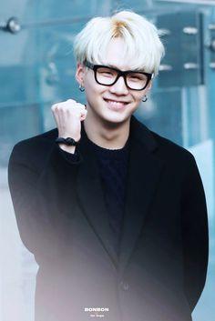 Fighting!! love suga wearing glasses #BTS #suga #yoongi