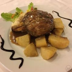 Jehněčí kolínko na česneku - Kolínko beránka Timmyho :) Steak, Beef, Food, Meat, Essen, Steaks, Meals, Yemek, Eten