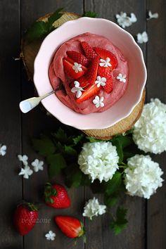 Millet Pudding with Strawberries (strawberries, millet, sugar/banana, lemon juice, salt)