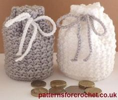 Coin Purse free crochet pattern from http://www.patternsforcrochet.co.uk/coin-pouch-usa.html #freecrochetpattern #patternsforcrochet