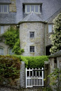 shawky-photographs: Trerice (pronounced Tre-rice) is an historic manor in the parish of Newlyn East (Newlyn in Pydar), near Newquay, Cornwall, England. The surviving Elizabethan manor house known as Trerice House is located at Kestle Mill, three miles east of Newquay (grid reference SW840584). The house with its surrounding garden has been owned by the National Trust since 1953 and is open to the public. Wikipedia