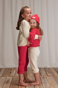 Punainen 03 ja luonnonvalkoinen 011 yhdessä on raikas yhdistelmä/ red 03 and off-white 011 together is a fresh combination. TIPU-cardigan 59 , PUPU-trousers   39 eur  eur www.anne.fi #ecological #childrensknitwear #neuletakki #organic #organiccotton