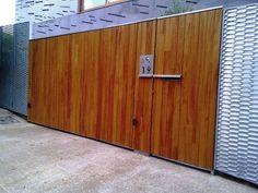 Puerta abatible hierro y madera MS-PUE050