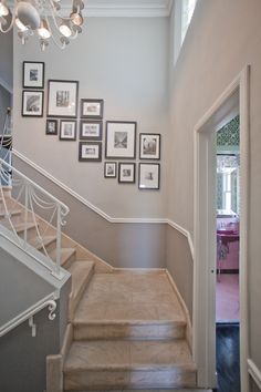 33 Treppe Galerie Wand Ideen Die Sie Inspirieren 33 Stair Gallery Wall Ideas That Inspire You A staircase wall of the gallery is one of the most popular and traditional things for every person who lives in a house. Stair Walls, Sweet Home, Hallway Decorating, Decorating Ideas, Decor Ideas, New Homes, Interior Design, Home Decor, Apartment Therapy