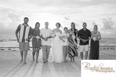 The wedding party, photo by: Beautiful Wedding Photography