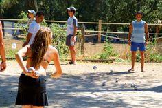 Une petite partie de pétanque entre amis ?N'attendez plus ! Réservez au camping 4* du Domaine de la Sainte Baume ! Plus d'infos : https://www.tohapi.fr/provence-cote-azur/camping-domaine-de-la-sainte-baume.php  #tohapi #vacances #camping #pétanque #activités #paca #provencealpescotedazur #nanslespins