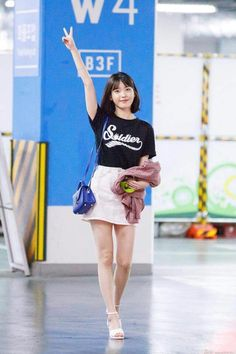 "IU 170807""Midnight Runners""VIP Premiere - #170807Midnight #IU #Premiere #RunnersVIP Kpop Fashion, Daily Fashion, Korean Fashion, Fashion Outfits, Kpop Outfits, Korean Outfits, Cute Outfits, Korean Girl, Asian Girl"