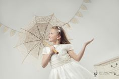 #fotografo #comunion #murcia #photo #fotografia #estudio #comuniones Fotografia Tutorial, Girls Dresses, Flower Girl Dresses, Foto Pose, Kids Fashion, Wedding Dresses, Bellini, Handmade, Photography