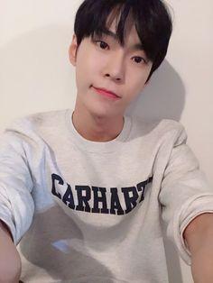 knsksjsks he's so cute hecc Winwin, Taeyong, K Pop, Jaehyun, Nct 127, Mark Lee, Nct Dream Members, Nct Doyoung, Jung Woo