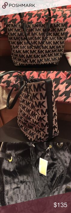 🆕NWT Michael Kors Tote🆕 NWT Signature Michael Kors tote. Black and gray color. Leather along sides as soon in pictures. Medium sized tote. Tags attached. Michael Kors Bags Totes