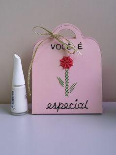 Pinto e Bordo - lembrancinha especial para o Dia das Mães. Papel especial bordado.