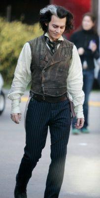 Johnny Depp in costume on the set of Sweeney Todd. Johnny Depp Characters, Johnny Depp Movies, Young Johnny Depp, Here's Johnny, Halloween Costumes For 3, Hallowen Costume, Marlon Brando, Jonh Deep, Sweeney Todd Costume