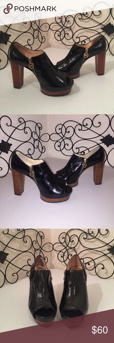 """MICHAEL KORS Glossy Patent Leather Platforms Excellent used condition. Glossy black leather upper, rubber sole, 4.25"""" stacked heel, 1.25"""" to 1.5"""" partially hidden platform. Zippers for access and style with MK logo charm. Check out the rest of my🚪closet!💎 MICHAEL Michael Kors Shoes Platforms"""