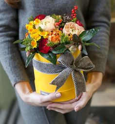 "943 Likes, 27 Comments - KIOSQUE Flowers (@kiosque_by) on Instagram: ""Самое время для яркой композиции"""