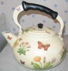 EL RINCÓN DEL DECOUPAGE: Las sartenes y ollas que ya están estropeadas las solemos tirar ¿no? Pues a partir de ahora no se tiran, se reciclan con decoupage.. Barrel Cake, Biscuit, Paint Buckets, Decoupage Art, Tea Tins, Tea Caddy, Teapots And Cups, Tea Art, High Tea