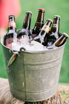 beer in a bucket, the perfect ice bucket Drink Bucket, Beer Bucket, Whisky, Bar Drinks, Drink Bar, Seafood Restaurant, Beer Lovers, Memorial Day, Craft Beer