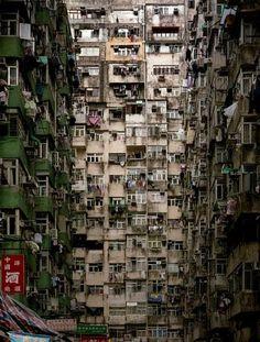 Kowloon Walled City - Het leven in de dichtstbevolkte wijk ter wereld tussen criminelen en priesters | Flabber