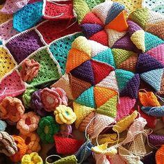 LEARNING A APPRECIATE A PROCESS FOR A  CHANGE.. be patient ☺ #croche #crochet #crocheted #crochetlove #crochetlove #crochetingisfun #handmade #colorfull#crochetaddicted #crochetaddict #hobbys#rajutan #rajutanku #triangles #crochettriangles