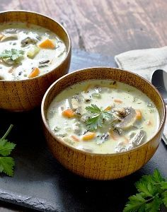 A vegetarian version of Creamy Wild Rice & Chicken Soup. By using sour cream instead of heavy cream, this Creamy Wild Rice & Mushroom Soup is lighter too! Vegetarian Comfort Food, Vegetarian Soup, Vegan Soups, Vegetarian Recipes, Vegan Food, Food Food, Soup Recipes, Cooking Recipes, Wild Rice Soup