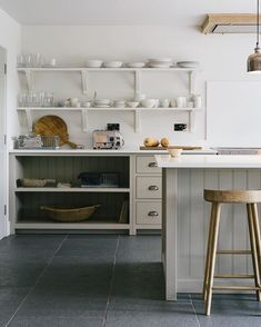 Simple open shelving and beautiful neutral colours, kitchen bliss Come be inspired by 11 White Kitchen Design Ideas Adding Warmth! Open Kitchen Cabinets, Farmhouse Kitchen Island, Kitchen Shelves, Kitchen Dining, Kitchen Decor, Glass Shelves, Kitchen Islands, Cupboards, Kitchen Ideas