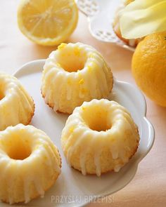 Cytrynowe babeczki z lukrem - PrzyslijPrzepis.pl My Favorite Food, Favorite Recipes, Aga, Pavlova, Pineapple, Food And Drink, Tasty, Sweets, Cookies