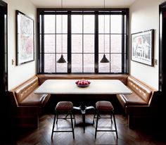 Own Entity of New York created this cozy dining nook; banquette seating that ensures there's always room to squeeze in one more guest. Restaurant Booth Seating, Dining Booth, Kitchen Booth Seating, Dining Area, Dinning Nook, Kitchen Booths, Restaurant Kitchen, Decor Inspiration, Cuisines Design