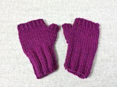 Bio fingerlose Handschuhe Baby, fuchsia, handgestrickt, Kleinkind 7 bis 18 Monate, Wolle kbT von frostpfoetchen auf Etsy