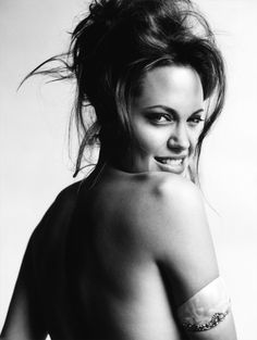 Les Beehive – Angelina Jolie by Mario Testino throughout the years / March 2004
