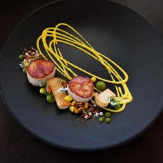 Regardez cette photo Instagram de @karloevaristo • 399 mentions J'aime #Foodplating