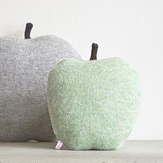 Studio Meez Apple shaped cushion/soft ○ Maddy