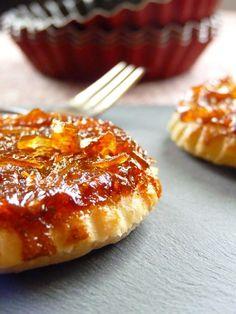 Tartelettes Tatins d'oignons, pâte brisée à l'huile de noix.