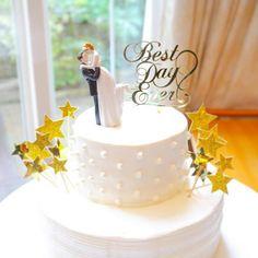 * * WEDDING REPORT.61 ◌︎⑅⃝︎●︎♡︎⋆︎♡⃝︎ ˻˳˯ₑ♡⃝︎⋆︎●︎♡︎⑅ . . ウェディングケーキ✩⃛ . . ケーキは、こんな感じでした♡ フルーツいっぱーいとかソースたっぷり〜とかのケーキに普段から惹かれない私。 . ほんっとにシンプルなやつがよくて、準備したトッパーだけ飾ってもらいました♡ . . 新郎新婦モチーフのトッパーは @mimij_bridal さんのプレゼント企画で当選したもの♡(੭ु ›ω‹ )੭ु⁾⁾♡ . . Best Day Everのゴールドのトッパーは @quokka_77 さんに作っていただいたのもの♡ . . 星は手作りです!✩⃛ . . 自分でイラスト描いてこんな感じでお願いします!って渡しました♡ . ケーキは上段をドットに、下段をボーダーに⋆生クリームだけでお願いしました♡全部お願いした通り!!!(*´˘`*)♡ . . めーっちゃシンプルですが、私の理想通りだったので満足ですっ♡✦ฺ . . #結婚式 #結婚式レポート #結婚式レポ #ウェディングケーキ #ケーキトッパー #mimij_bridal…