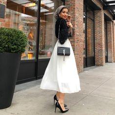She looks very cute and beautiful Modern Hijab Fashion, Hijab Fashion Inspiration, Islamic Fashion, Abaya Fashion, Muslim Fashion, Vogue Fashion, Minimal Fashion, Fashion 2020, Modest Fashion
