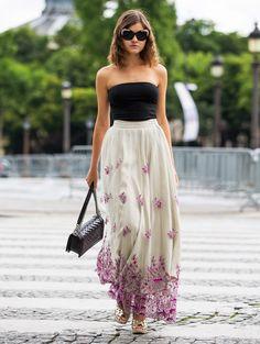 Aérien. Sexy. Elegant. Trois mots pour qualifier cette tenue glamourissime. La jupe longue, florale, contraste avec le top bustier et vient appuyer le jeu des accessoires : sac et lunettes de soleil. Résultat ? Une allure ultra féminine, mais pas vulgaire.