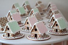 Gorgeous little pastel gingerbread houses! What a fab idea. Gingerbread Christmas Decor, Gingerbread House Designs, Gingerbread House Parties, Pink Christmas Decorations, Christmas Sweets, Christmas Cooking, Noel Christmas, Gingerbread House Mini, Xmas Food