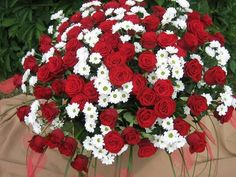 Imagine bouquet and red roses