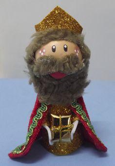 Rey Gaspar hecho con goma eva. Lo puedes encontrar en www.facebook.com/detallesmajicos