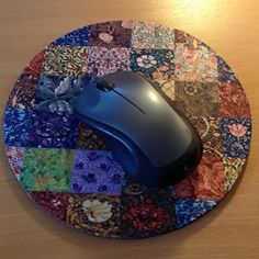 Another fab @etsyuk purchase! Round #mousemat with #patchwork design #WilliamBlake #Etsy #homeoffice #deskaccessories #mydesk #lovemyworkspace