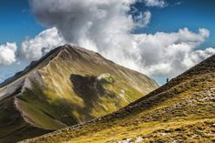 Monte Priora, Monti Sibillini - Marche, Italia #worldshotz #italia_dev #italia_shotz #italia_da_scoprire #moodygrams #italiainunoscatto #yallersmarche #volgomacerata #ambasciatoridellemarche #nature #volgomarche #wowplanet #ourplanetdaily #dnescestujem #natgeotravelphoto #awesomeearth #fantastic_earth #italian_landscapes #paesaggimarchigiani #mountain #amazingmountains #natgeography #visitmarche #ig_macerata #mountaindew #mountain_world #awesome_photographers #loves_united_marche…