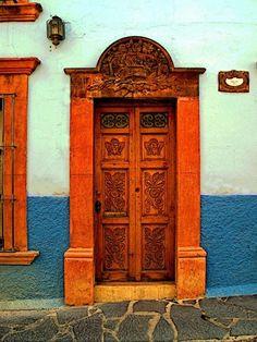 cb61eeda557f69b5c4ffb9730f37601a--secret-doors-doors-galore.jpg (525×700)