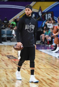 Stephen Curry of Team Curry carries a football during pracitce for the 2018 NBA AllStar game at the Verizon Up Arena at LACC on February 17 2018 in. Stephen Curry Basketball, Basketball Is Life, Sports Basketball, Sport Football, Basketball Players, Basketball Tickets, Basketball Stuff, Stephen Curry Photos, Stephen Curry Family