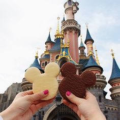 Heading off next month on another exciting adventure! Cannot wait to reveal where! ✈️ #TB to almost a year ago at Disneyland Paris with @jadebuyslemons! ✨ #thetravelbugreallygotme #greatestphotoever