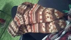 Aikaansaanos, harjoittelen edelleen myös kutomaan villasukkaa =) Knitted Hats, Beanie, Knitting, Unique, Fashion, Moda, Tricot, Fashion Styles, Breien
