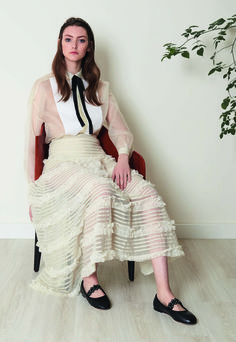 See the complete Red Valentino Pre-Fall 2017 collection.