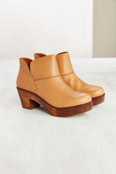 Kelsi Dagger Brooklyn Celina Wood-Bottom Bootie - Urban Outfitters