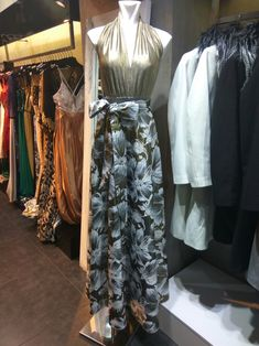 3a03d64d7553 142 κορυφαίες εικόνες με Βραδινά φορέματα